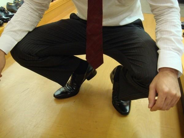 靴で困った人や靴についての教養、健康を仕事にしている方、また子ども時代家族からの教えや見よう見まねもあるかもしれない。 数十年にわたり靴選びにおつきあいして