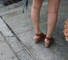 またサンダルのフィッティングは難しいと思っている販売員も意外に多いのです。 サンダルのフィッティングには意外な落とし穴がある。 それは靴擦れですが、摩擦を